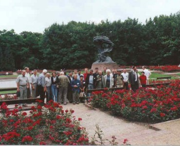 "Excursion in the ""Lazienki Park"", by monument of  F. Chopin"